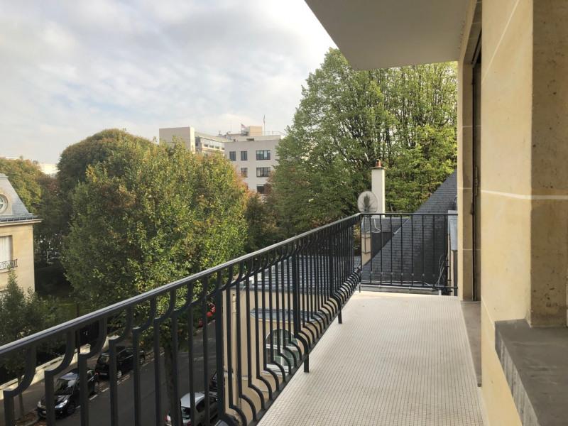 Sudio avec balcon et parking