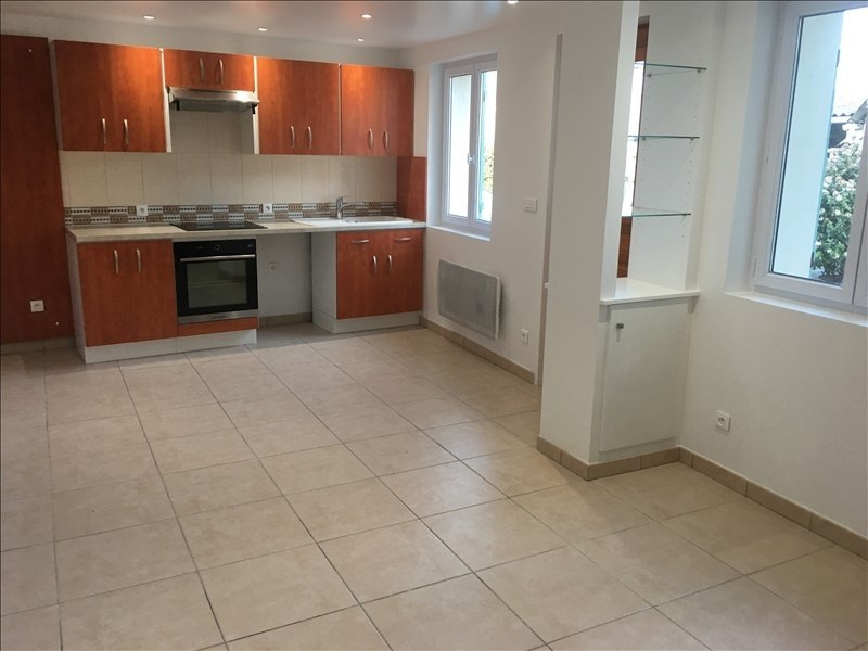 Rental apartment Chambly 570€ CC - Picture 1