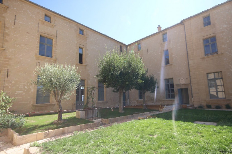 Rental apartment Meyrargues 1 155€ CC - Picture 1