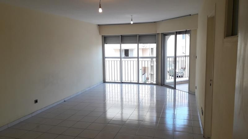 Location appartement St denis 680€ CC - Photo 1