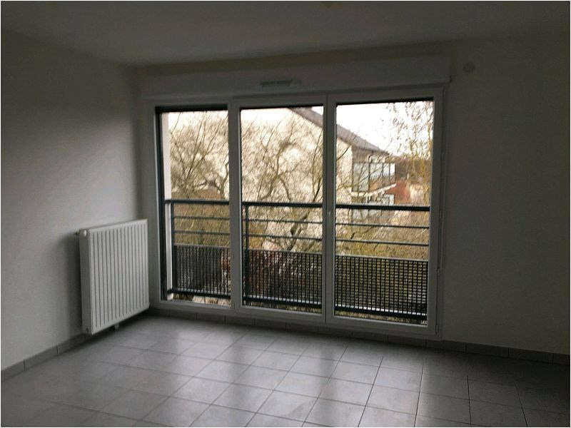 Rental apartment Quincy sous senart 672€ CC - Picture 1