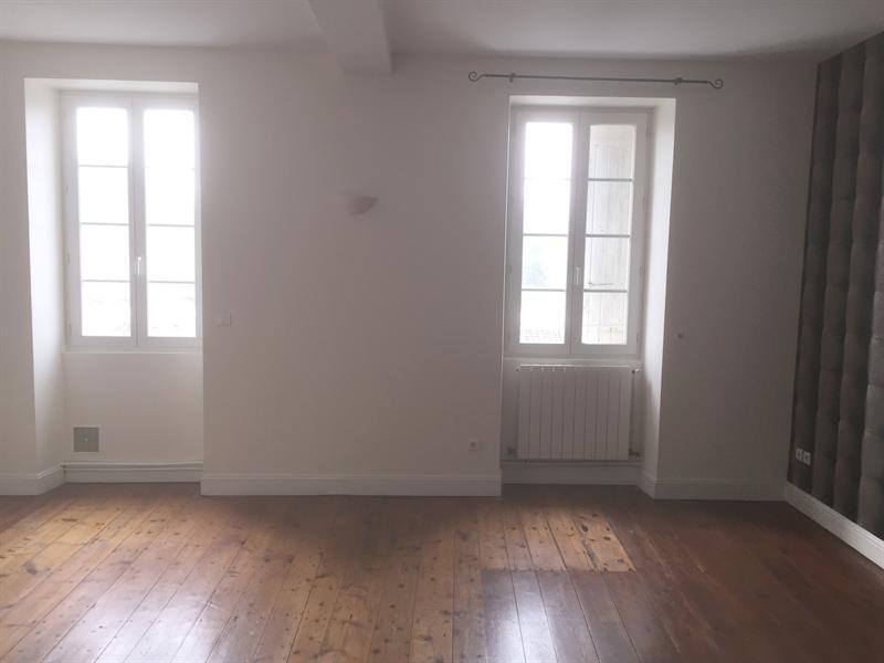 Location appartement Saintes 591€ CC - Photo 2