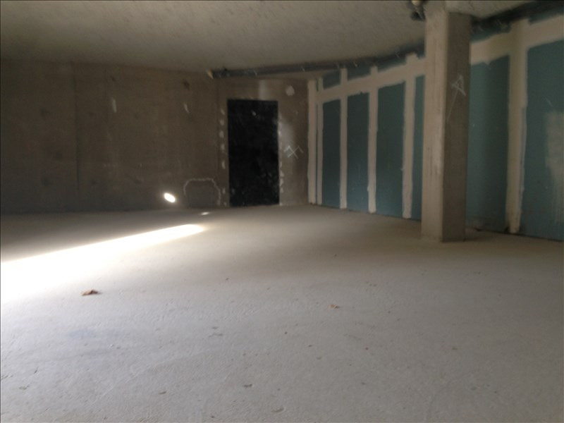 Location local commercial Magny le hongre 2 050€ HT/HC - Photo 2