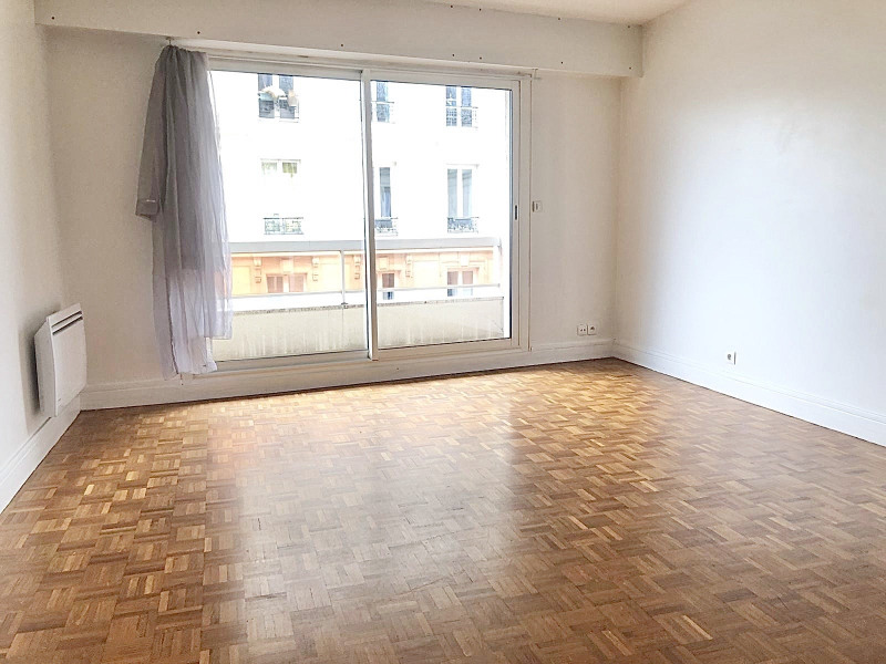 Location appartement Paris 17ème 1 006€ CC - Photo 1