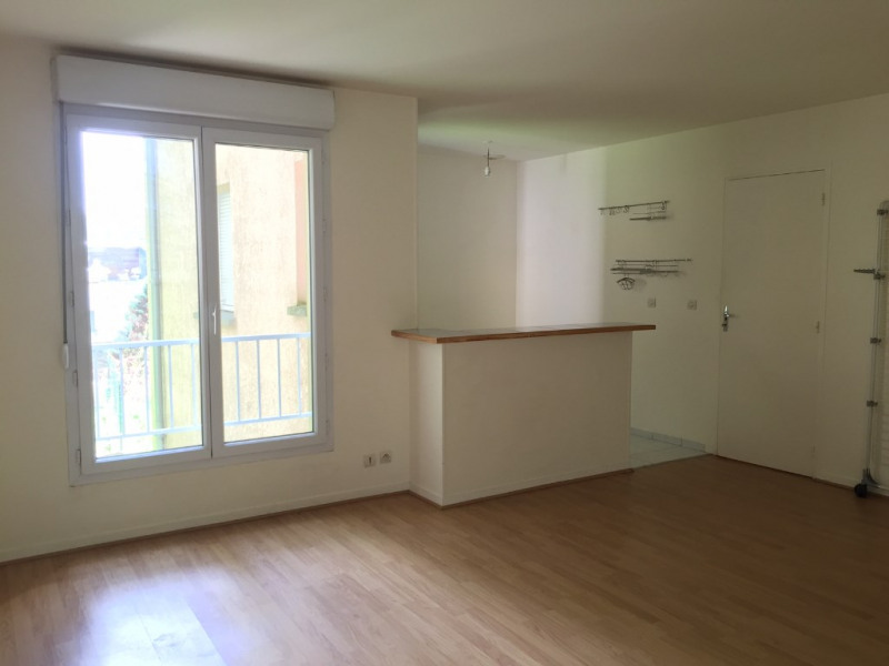Rental apartment Buc 850€ CC - Picture 1