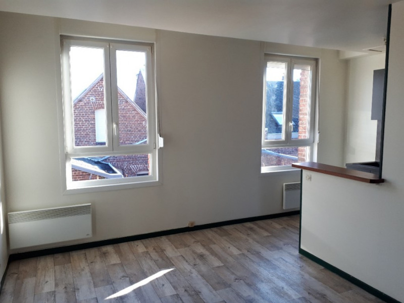 Rental apartment Saint quentin 405€ CC - Picture 2