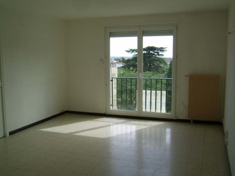 Sale apartment Nimes 76 000€ - Picture 2
