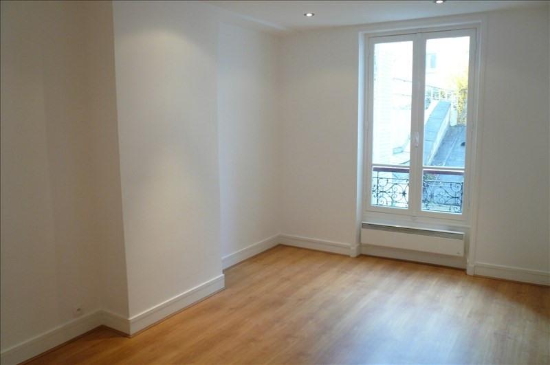 Rental apartment Paris 15ème 1150€ CC - Picture 1