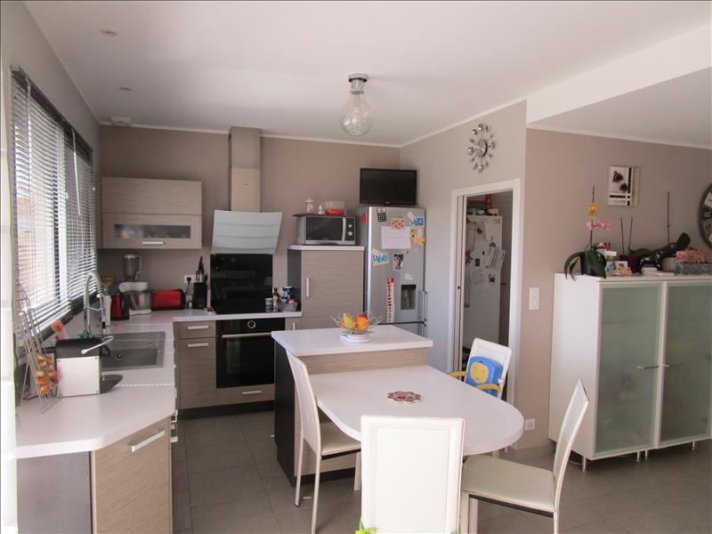 Sale house / villa St gelais 269000€ - Picture 4