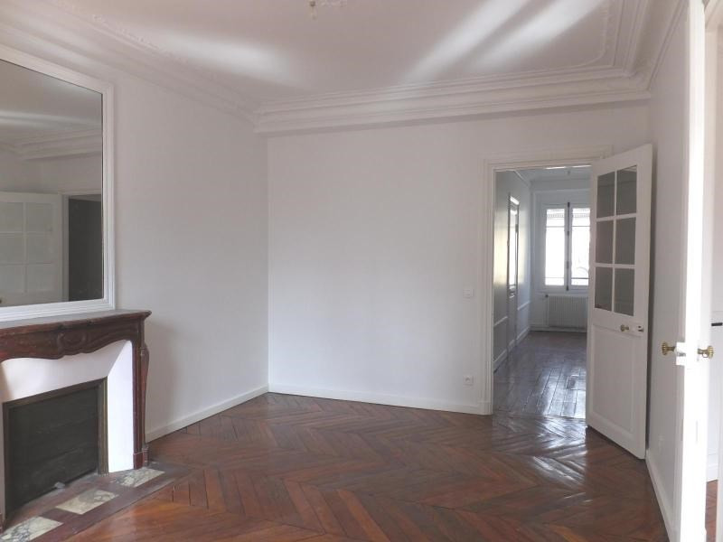 Location appartement Paris 9ème 2 410€ CC - Photo 3