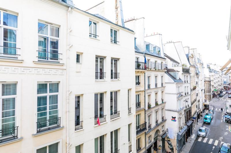 Sale apartment Paris 1er 330000€ - Picture 3