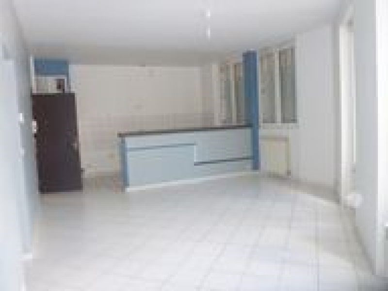 Rental apartment Ballancourt 847€ CC - Picture 2