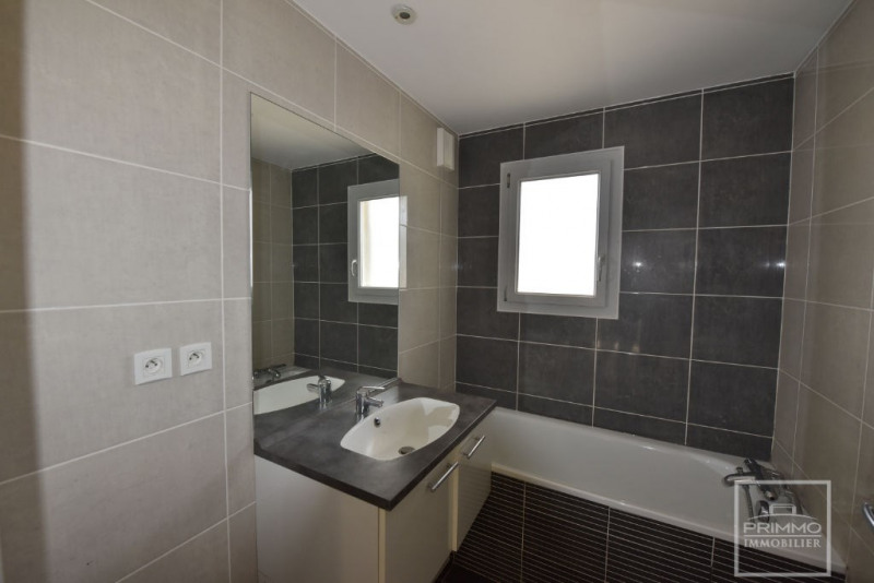 Rental apartment Limonest 1140€ CC - Picture 10