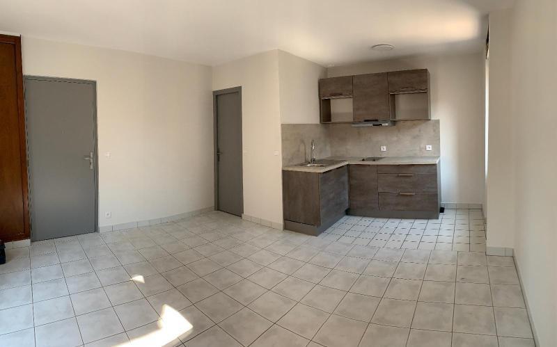Affitto appartamento Pontcharra 392€ CC - Fotografia 1