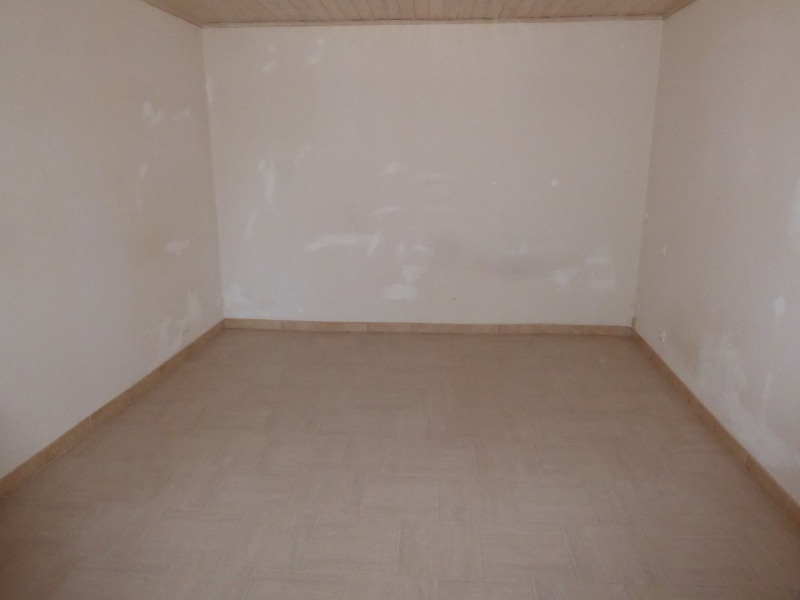 Location maison / villa Villeneuve-de-berg 420€ CC - Photo 7