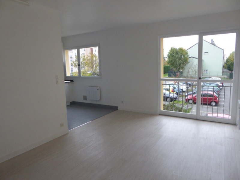 Location appartement Maurepas 599€ CC - Photo 2