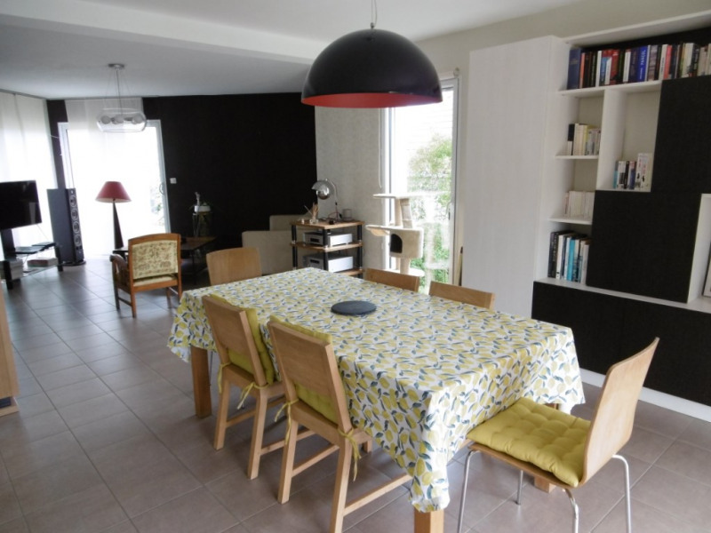 Sale house / villa Yvre l eveque 343 200€ - Picture 1