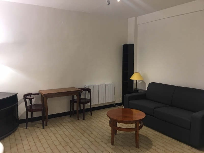 Location appartement Paris 7ème 970€ CC - Photo 1