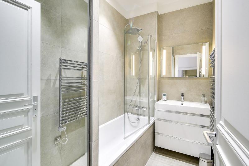 Rental apartment Paris 8ème 2450€ CC - Picture 8