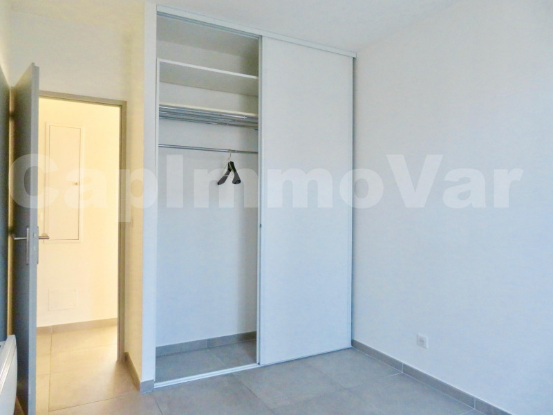 Rental apartment Le beausset 830€ CC - Picture 5