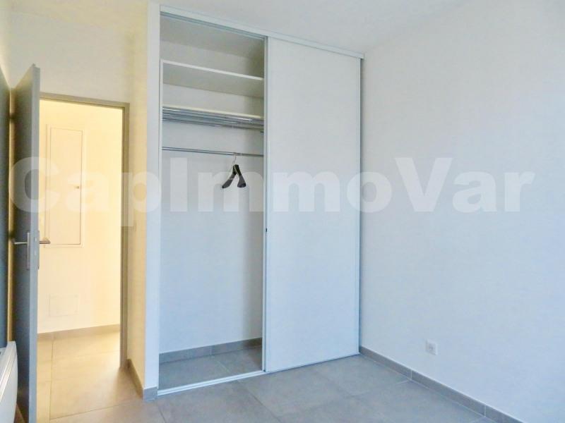 Rental apartment Le beausset 780€ CC - Picture 5