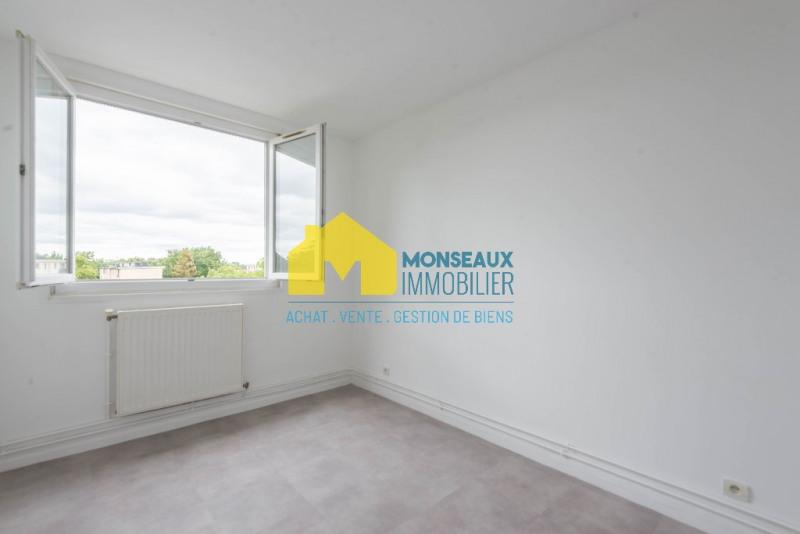 Rental apartment Sainte genevieve des bois 750€ CC - Picture 2