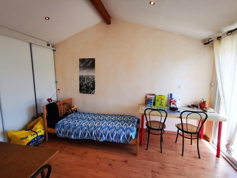 Sale house / villa St laurent d'arce 242500€ - Picture 3