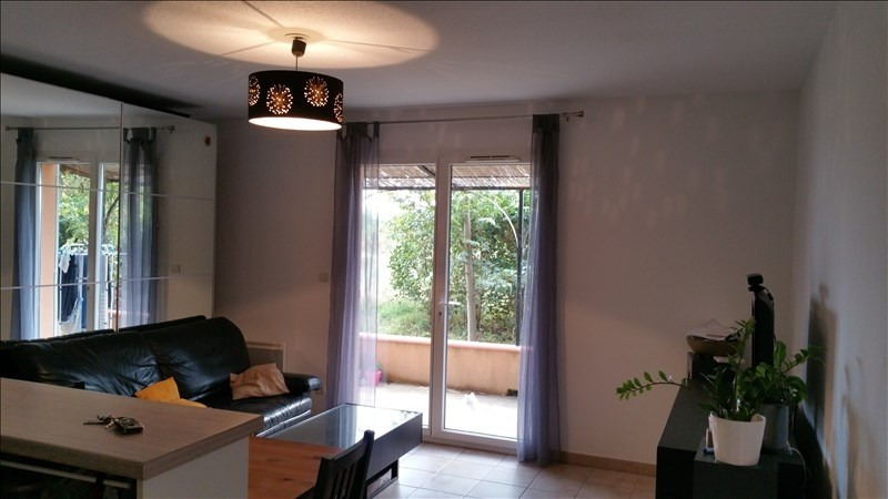 Location appartement 13250 751€ CC - Photo 1
