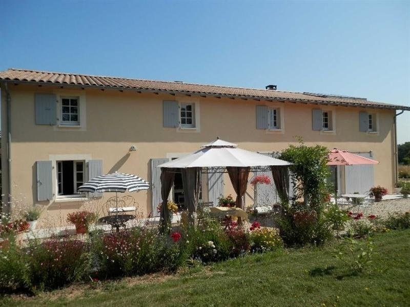 Sale house / villa St martin d'ary 379 000€ - Picture 1