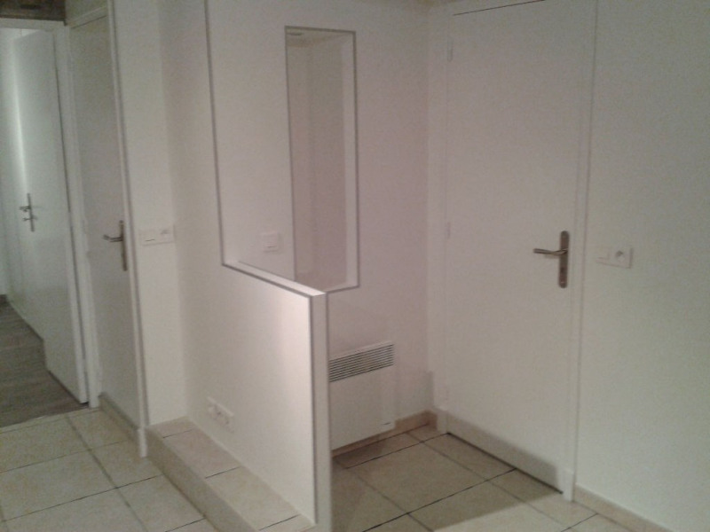 Rental apartment Saint laurent du var 600€ CC - Picture 3