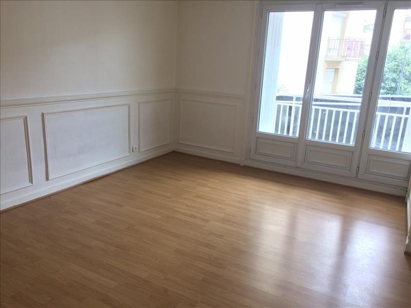 Rental apartment Maurepas 726€ CC - Picture 1