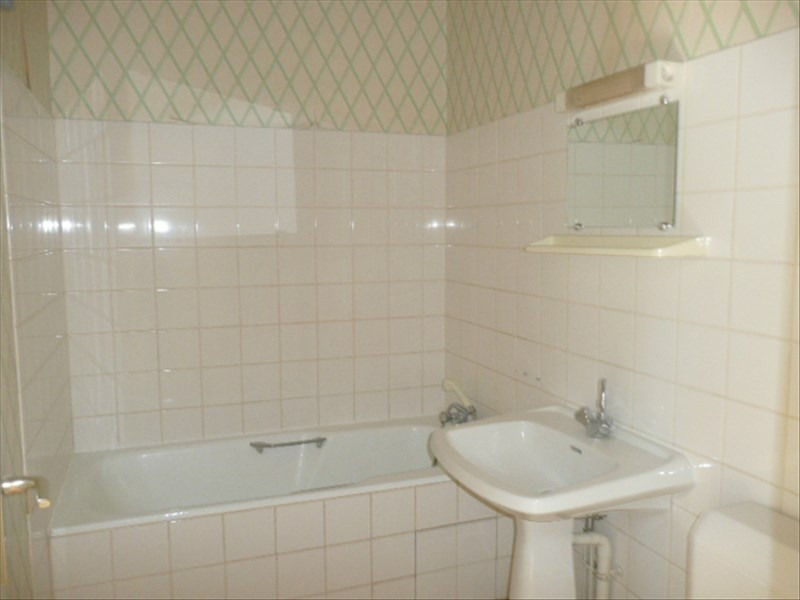 Rental apartment Henrichemont 250€ CC - Picture 3