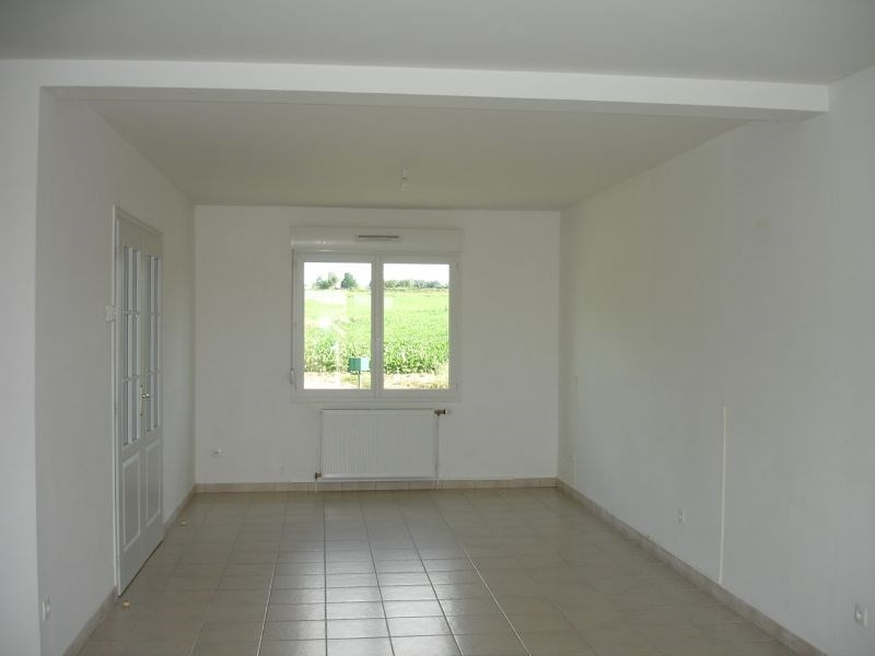 Location maison / villa Homblieres 845€ CC - Photo 2