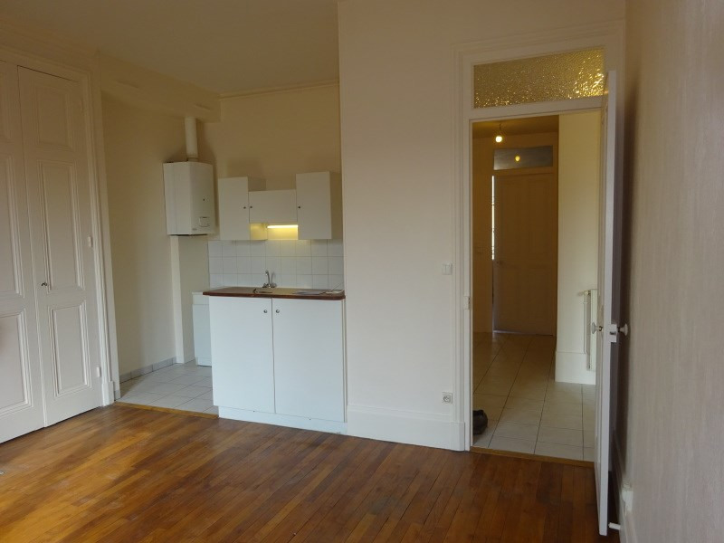 Rental apartment Oullins 595€ CC - Picture 1