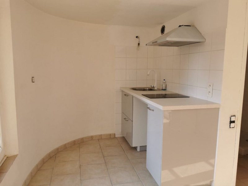 Rental apartment Cabries 450€ CC - Picture 2