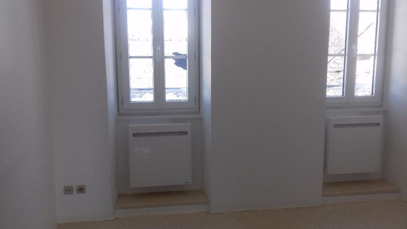 Location appartement Laval 286€ CC - Photo 1