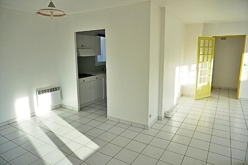 Rental house / villa L'isle jourdain 949€ CC - Picture 3