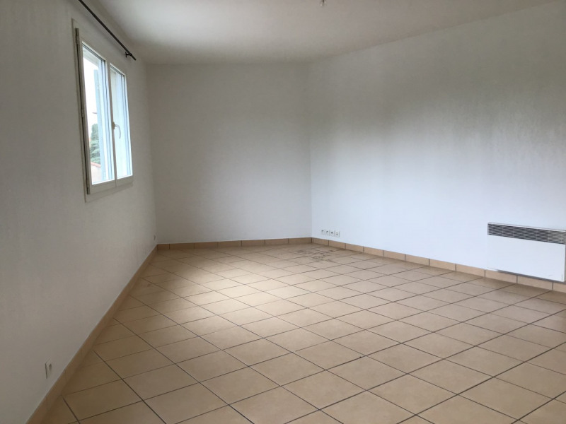 Rental apartment Fréjus 660€ CC - Picture 2