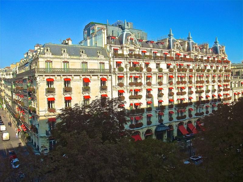 Location appartement Paris 8ème 10000€ CC - Photo 1