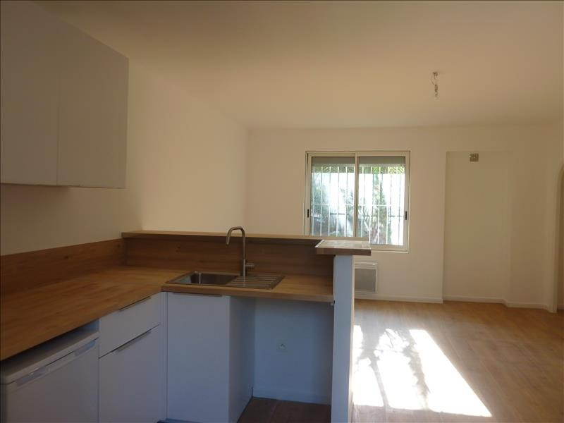 Location appartement Marseille 8ème 540€ CC - Photo 1