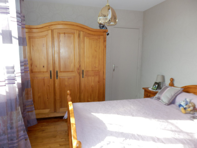 Sale house / villa Saint barthélémy d'anjou 220500€ - Picture 8