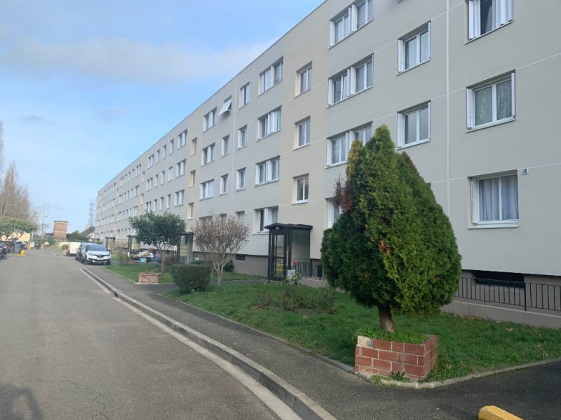 Rental apartment Carrieres sous poissy 831€ CC - Picture 1