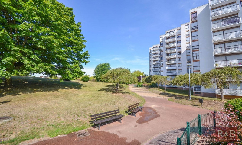 Sale apartment Les clayes sous bois 165900€ - Picture 8