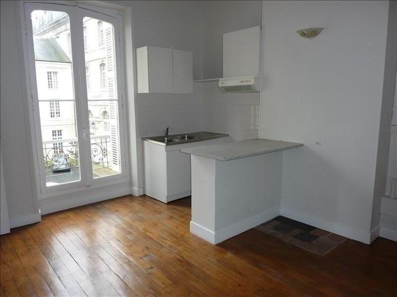 Rental apartment Vendome 395€ CC - Picture 1