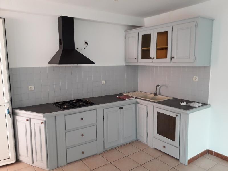 Rental apartment St pierre 750€ CC - Picture 1