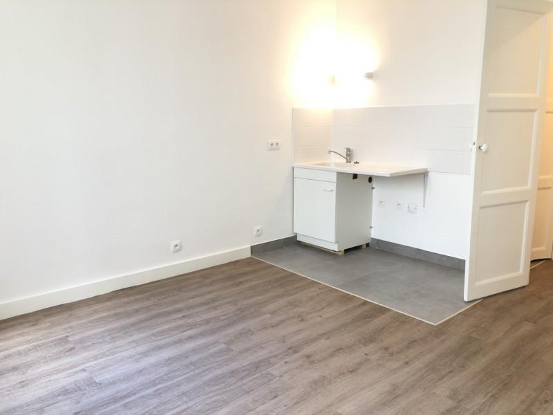 Location appartement Paris 17ème 836€ CC - Photo 2
