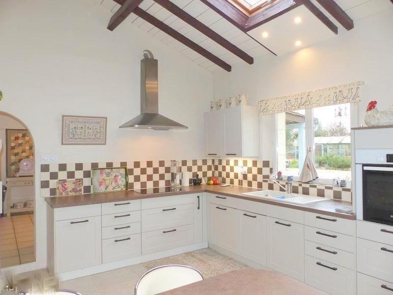 Sale house / villa St andre de cubzac 388500€ - Picture 2