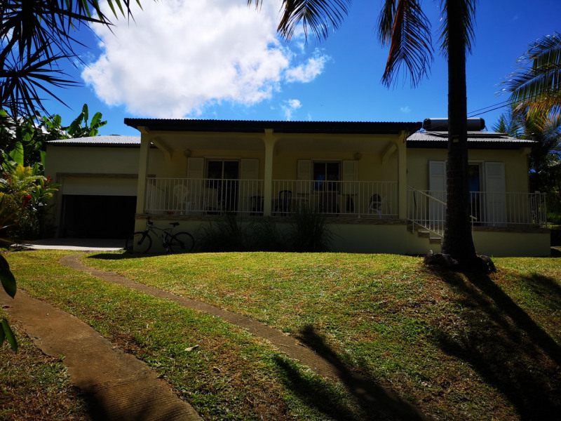 Rental house / villa Saint-benoît 975€ CC - Picture 1