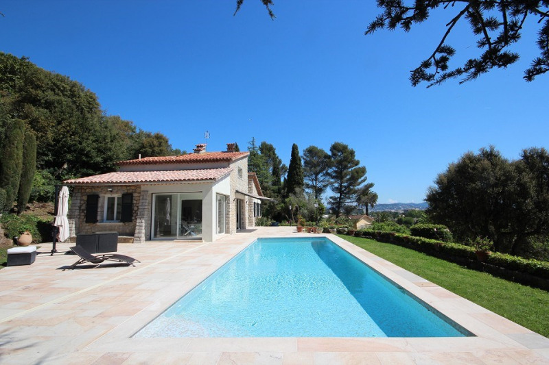 STONED BUILT VILLA NEWLY RENOVATED POSSIBILITY TO BUY 2000 M2 5 MINUTES TO AMENITIES AND TO THE SEA