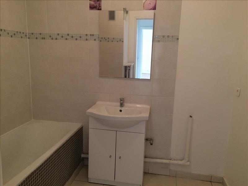 Rental apartment Maurepas 726€ CC - Picture 4